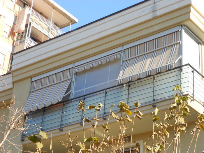 Tenda veranda con frangivento sul telo estivo
