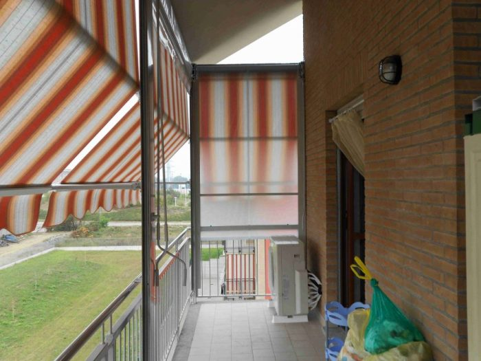 Tenda veranda con frangivento 09