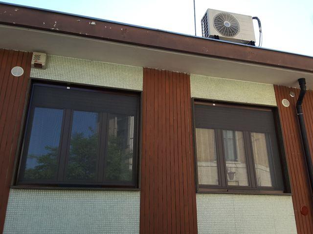 Zanzariera verticale per finestra