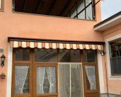 Tenda da sole installata a Torino vista frontale chiusa