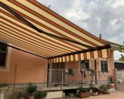 Tenda da sole aperta installazione a Torino